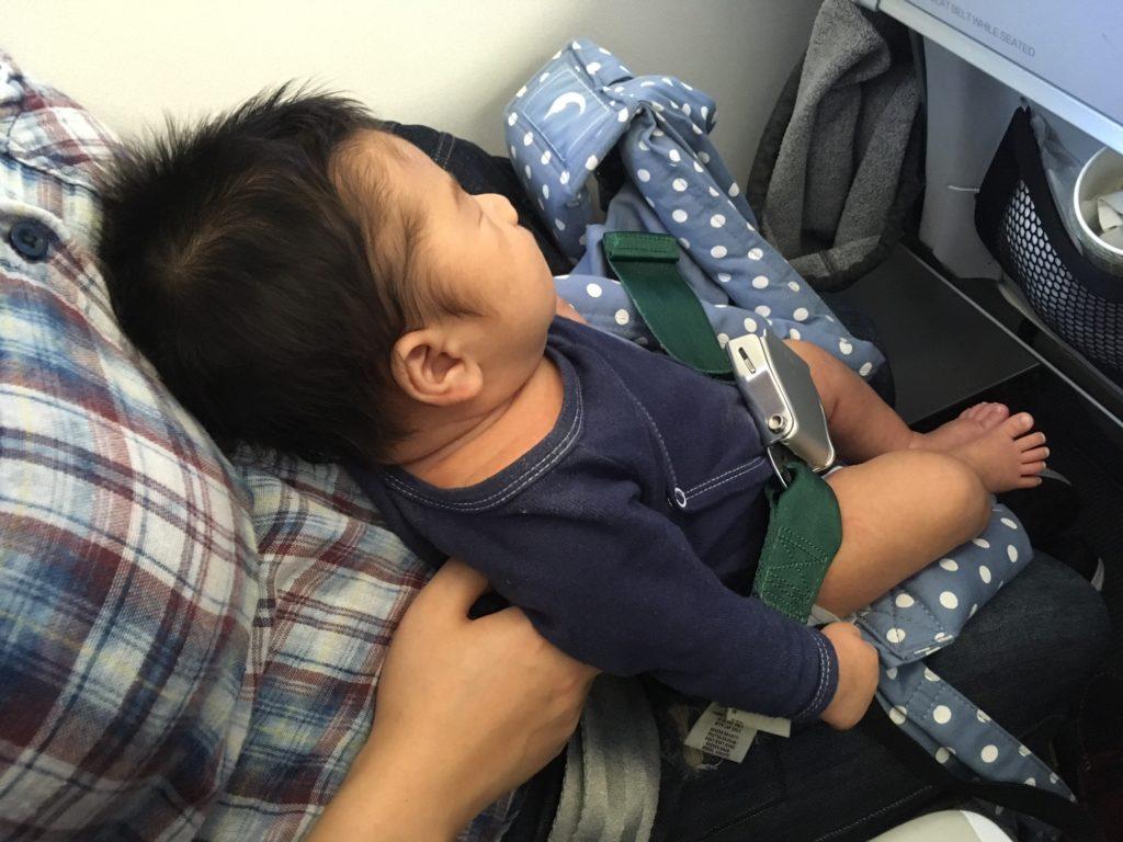 飞机上的婴儿安全带