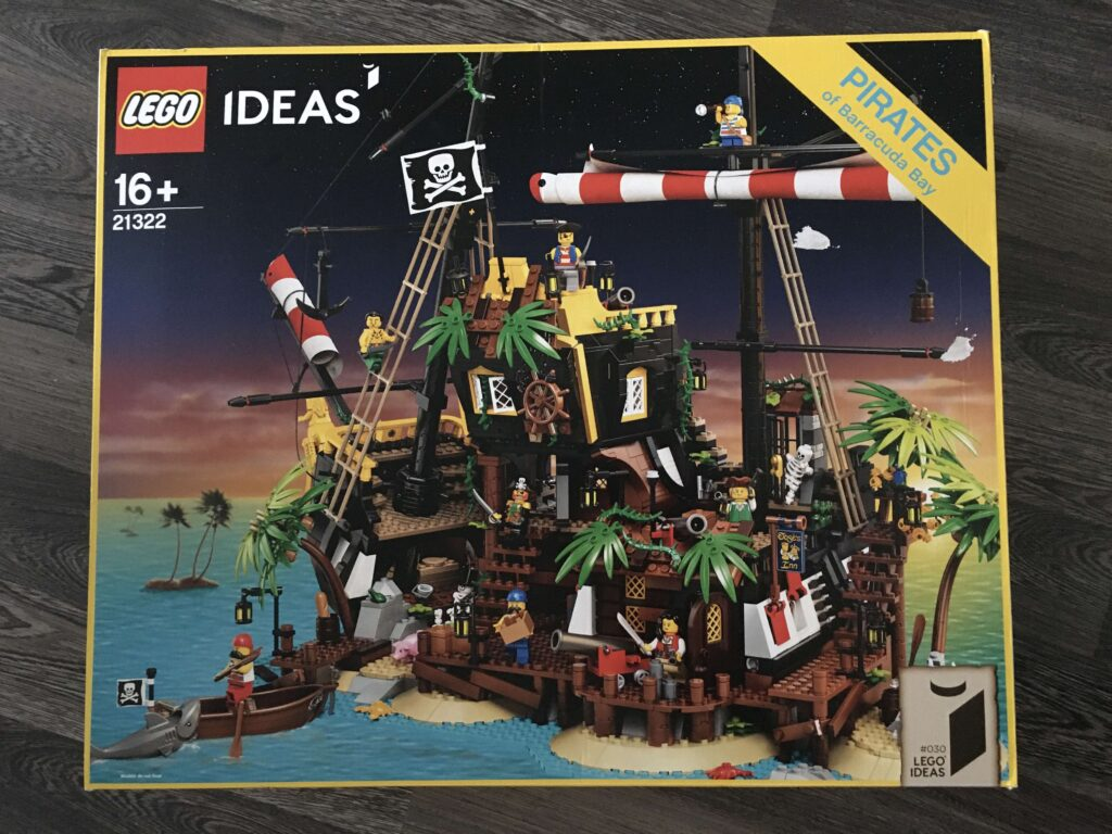 lego21322_front