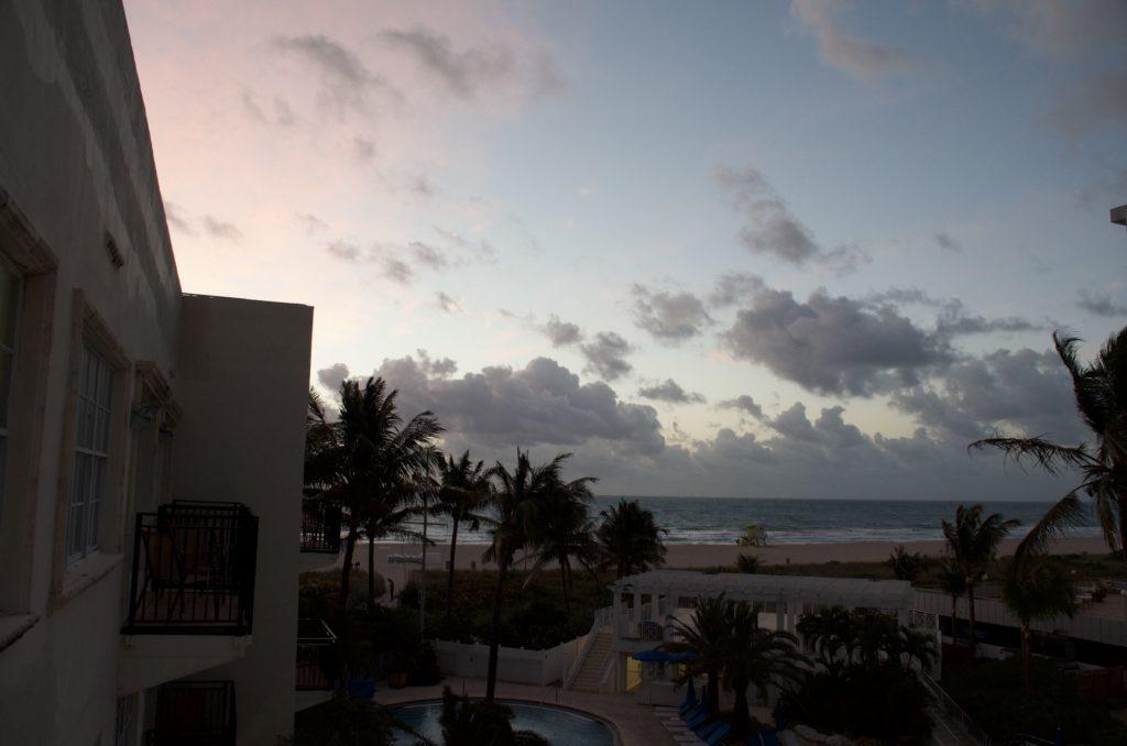 マイアミ ホテルの朝焼け