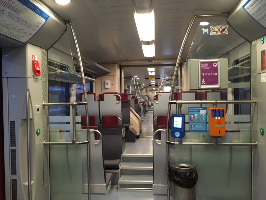 ヘルシンキから空港へ向かう電車