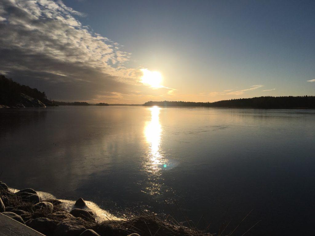 ヘルシンキ冬至の1時の太陽