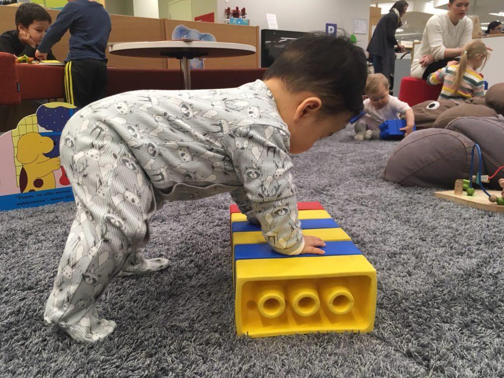 幼児コーナーの柔らかいレゴブロック