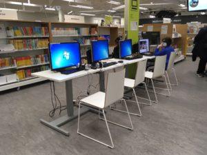 図書館のパソコンコーナー