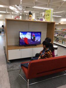 図書館のゲームコーナー