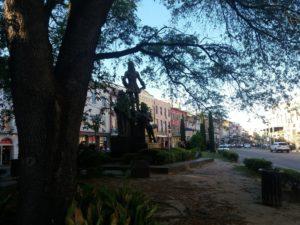 像と街並み