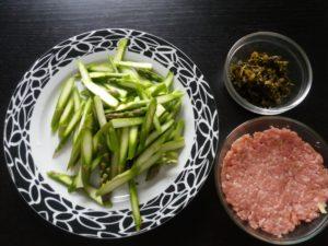 アスパラガス雪菜炒めの材料2