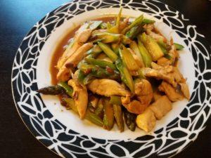 アスパラガスと鶏肉の豆板醤炒め