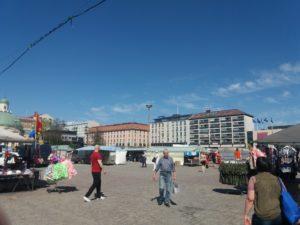 土曜日のトゥルクマーケット広場
