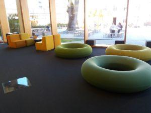 トゥルク図書館のソファー