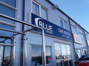 Blue Car Rental事務所の外観