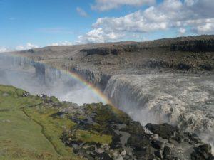 滝と虹とアイスランド