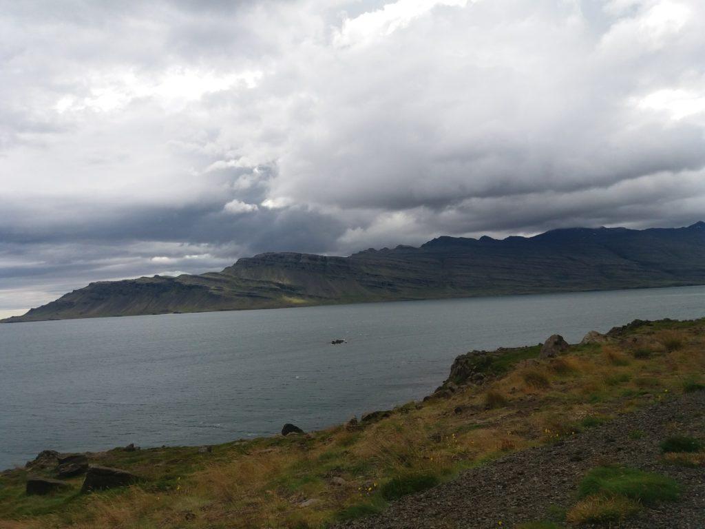 侵食されたアイスランド東海岸の景色