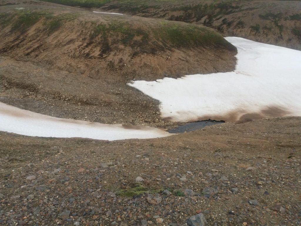 雪渓の溶けるところ