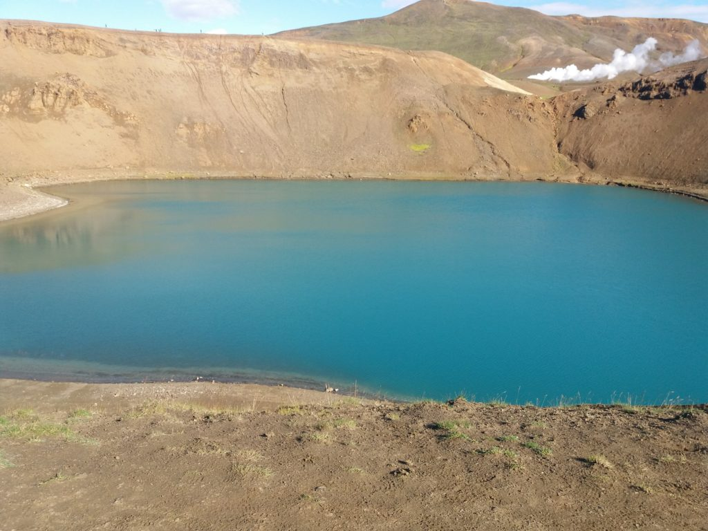 Vitiの青い火山湖