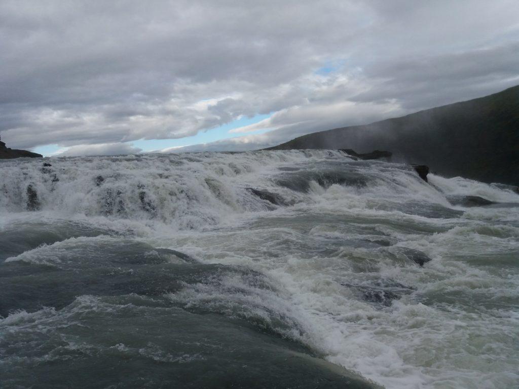 上側の滝の近接写真