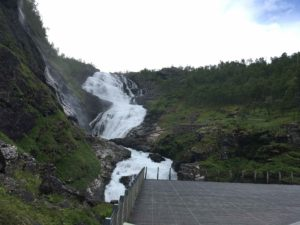 フロム鉄道の名物の滝