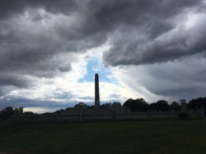 曇天の隙間を刺すモノリッテン
