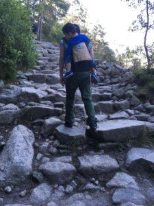 プレイケストーレンへの山登り開始